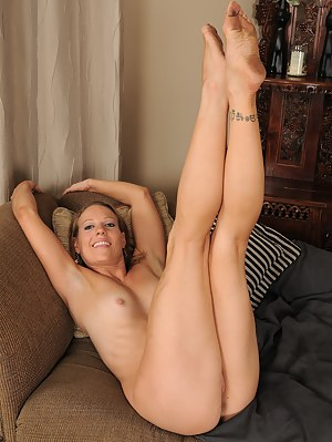 Free MILF Legs Porn Pictures