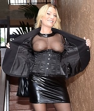 Free MILF Flashing Tits Porn Pictures
