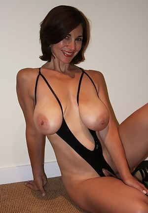 Milf with hot body has ir sex