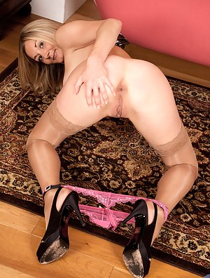 Free MILF Pussy from Behind Porn Pictures