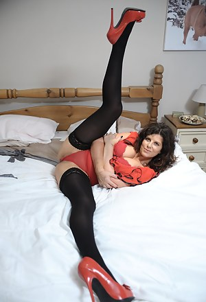 Free Flexible MILF Porn Pictures