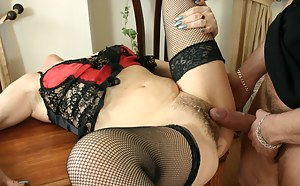 Free Cum on MILF Pussy Porn Pictures
