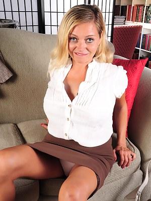 Skirt milf pic
