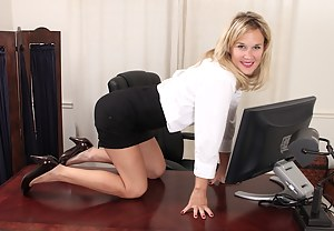 Free Office MILF Porn Pictures