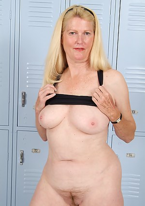Free MILF Locker Room Porn Pictures