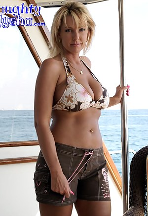 Free MILF Boat Porn Pictures