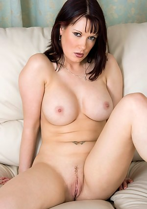 Free MILF Trimmed Pussy Porn Pictures